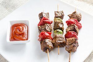 Grilled beef skewers with vegetables