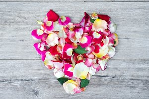 heart made of rose flowers on wooden
