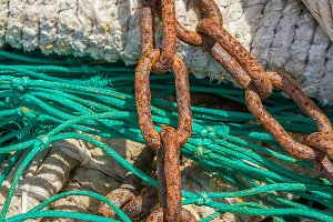 Chain on a fishing net (04)