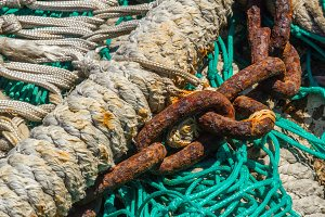 Chain on a fishing net (05)