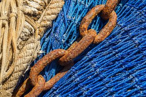 Chain on a fishing net (09)