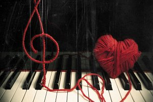 Piano with treble clef and heart