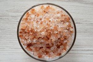 Himalayan sea salt in a glass bowl