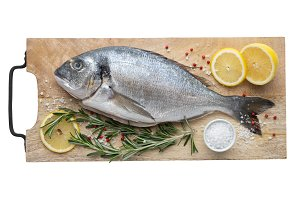 Dorado fish with lemon and spices.