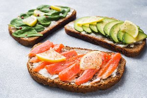 Open sandwiches with spinach avocado