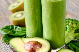 Green detox avocado smoothie