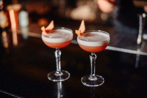 Food Images: Rovsky - Two orange cocktails.