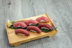 chuoro and fatty akami tuna sushi se