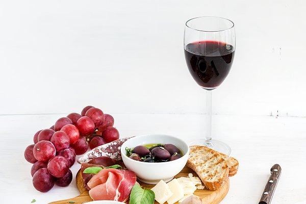 Wine appetizer set