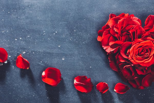 Heart-shaped red roses on stone bac…