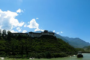 Panoramic view to Puna Tsang Chhu ak