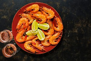 Boiled shrimps with lemon and