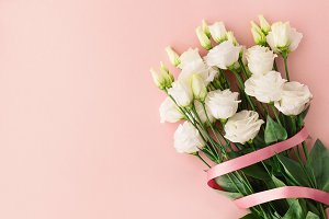 Bouquet of white roses with pink rib