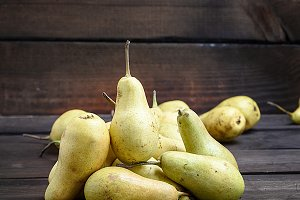 ripe green whole pears