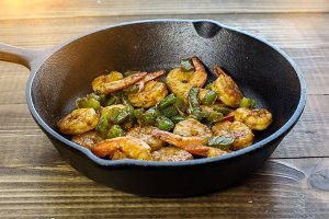 Shrimps with green belly peppers