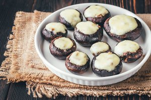 Baked mushrooms with mozzarella