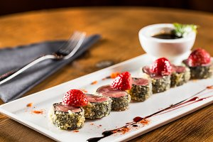 Tuna tataki with strawberry