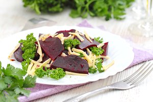 Salad with beet, cheese and greens