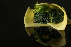 Slice Edamer cheese with broccoli
