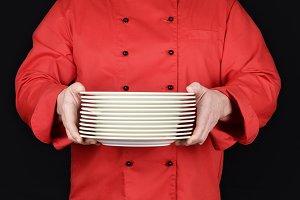 round white empty plates