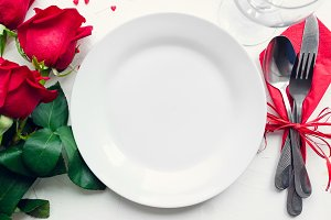Valentine's Day tabble setting with