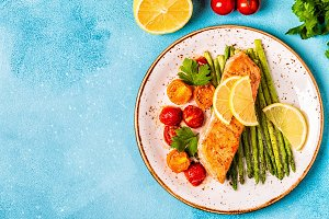 Grilled salmon with asparagus and to