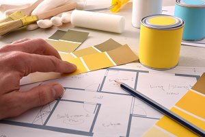 Decorator choosing yellow color