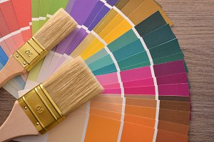 brushes on color fan chart on table