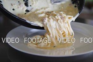 cooking spaghetti corbonara