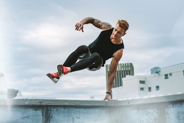 Athletic man doing fitness training…