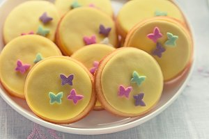Yellow round cookies
