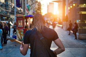 Toronto, Street musician entertainin