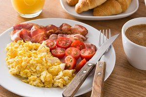 Bacon, eggs and tomatoes