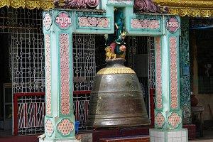 Bell in Shwemawdaw pagoda in Bago My