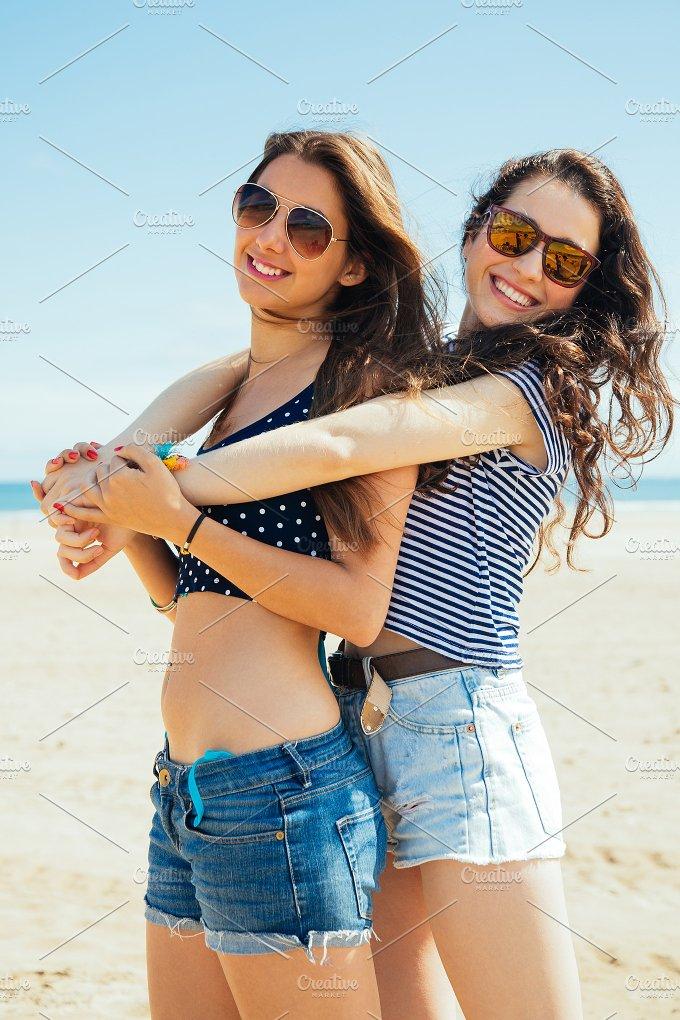 Friends on beach.jpg - Holidays