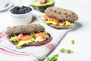 sandwich with avocado and salmon