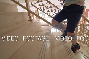 Kid with foot drop system walking