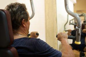 Man exercising on shoulder press