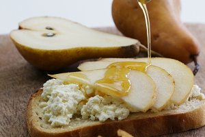 Ricotta, pear and honey toast