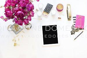 iPad Hot Pink Black Desktop 2