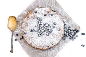 Blueberry cake with fresh bluberries