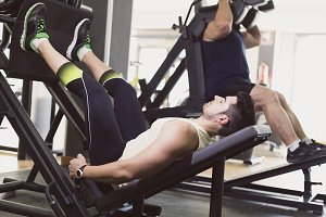 Man training leg in press exercise w