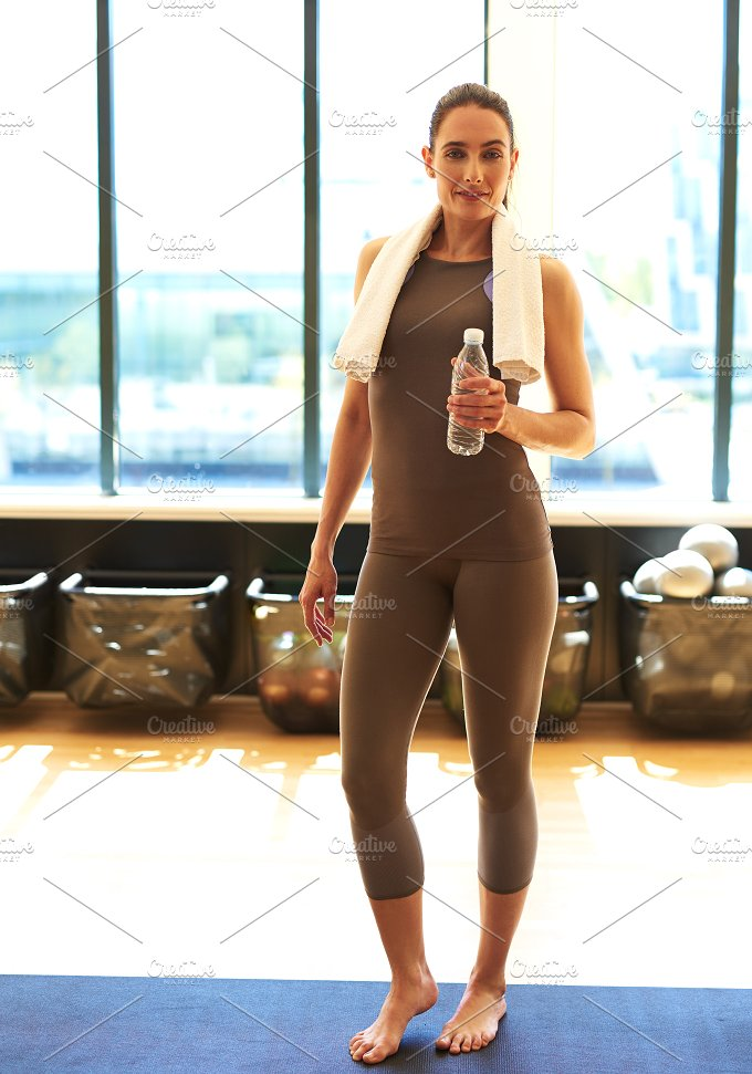 woman ready for workout in gym.jpg - Sports