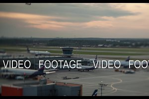 Timelapse of airplanes traffic in