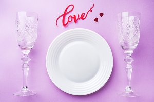 White plate, two glasses
