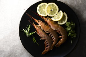 prawns and slices of lemon