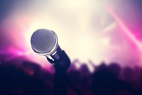 Microphone on stage, crowd of peopl…