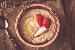 Bowl of oats with fresh strawberries