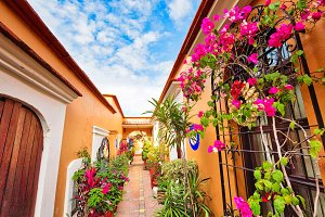 Oaxaca, Scenic old city streets and