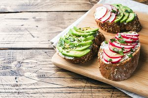 sandwiches with avocado and radish
